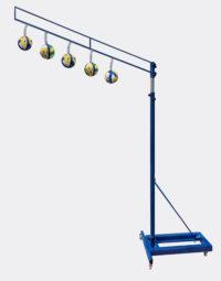 Подвижная наклонная рама с подвесными мячами